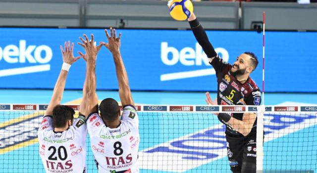 Volley, Trento spalle al muro: Civitanova al primo match ball per la finale scudetto