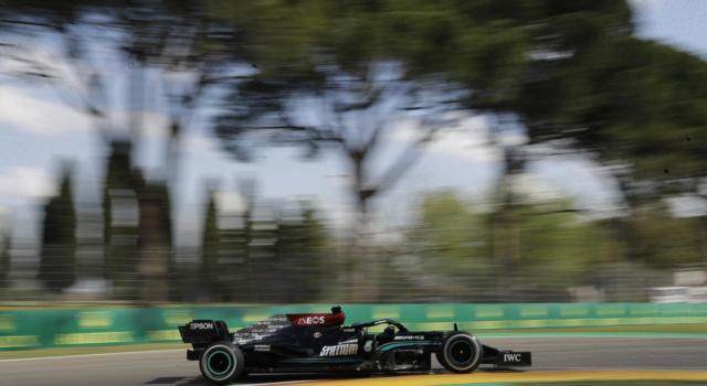 F1, GP Imola 2021: Lewis Hamilton in pole sul filo dei millesimi! 4° Charles Leclerc, 11° Carlos Sainz