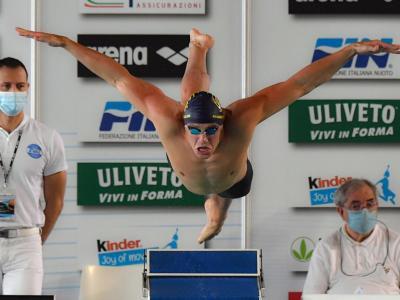 Nuoto, Nicolò Martinenghi illuminante! Record italiano nei 100 rana, fa meglio di Peaty nel 2021!
