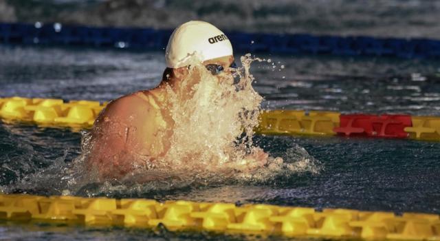 Nuoto, record italiano di Martinenghi nei 50 rana, Castiglioni stupisce, Federica Pellegrini passeggia nei 200 sl