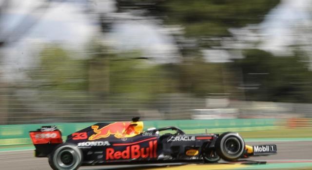 F1, Max Verstappen preoccupato dall'affidabilità della Red Bull. E Sergio Perez ha faticato