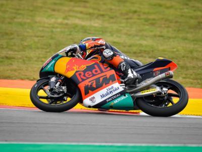 Moto3, risultato GP Portogallo 2021: Pedro Acosta beffa Dennis Foggia all'ultimo metro, sul podio anche Andrea Migno!