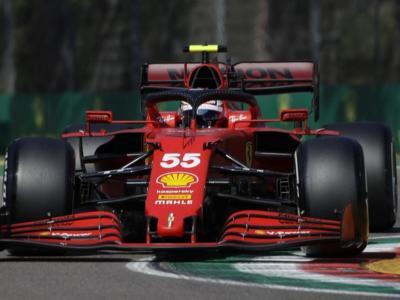 """DIRETTA F1, GP Portimao LIVE: Sainz se la gode: """"Bello stare davanti a Leclerc"""". Il monegasco mastica amaro"""
