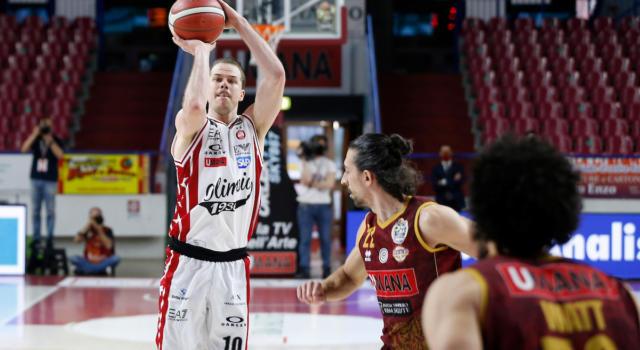 Basket: Michael Roll fuori due settimane per stiramento, ennesimo infortunio all'Olimpia Milano