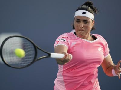 WTA Charleston 2, Astra Sharma sorprende Ons Jabeur e vince il titolo sulla terra verde americana