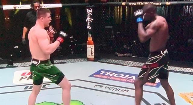MMA, il precedente controverso tra Marvin Vettori e Israel Adesanya. Un verdetto che fece discutere