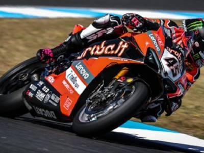 Superbike, Scott Redding chiude in vetta la FP3 del GP Estoril davanti a Gerloff e Rea, 5° Rinaldi