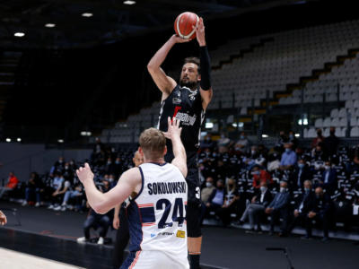 Basket: debutto vincente nei quarti per la Virtus Bologna, superata Treviso in gara-1