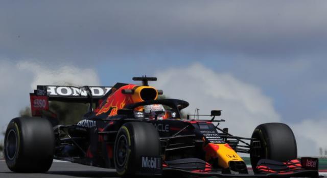 F1, risultati e classifica FP3 GP Portogallo: Max Verstappen detta il passo su Hamilton, 6° Leclerc con la Ferrari
