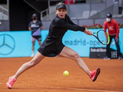 WTA Madrid 2021: Halep, Sabalenka e Sakkari agli ottavi. Azarenka costretta al ritiro. Eliminate Osaka e Pliskova