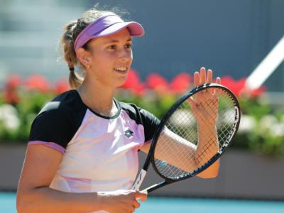 WTA Madrid 2021, Elise Mertens elimina Simona Halep. Sabalenka avanza, ultimo quarto Pavlyuchenkova-Muchova