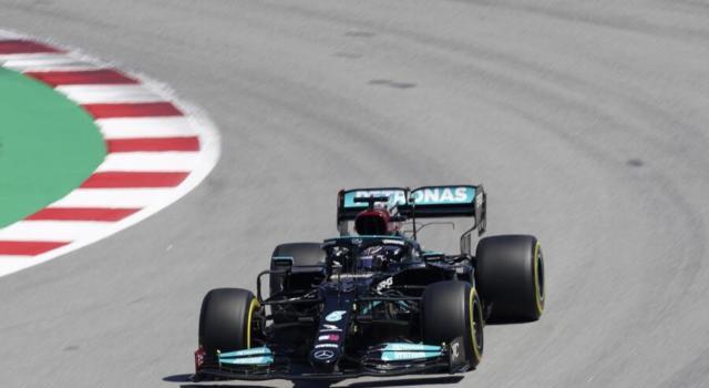F1, GP Spagna 2021. Lewis Hamilton vince il braccio di ferro con Verstappen. Ferrari solida: 4° Charles Leclerc e 7° Carlos Sainz