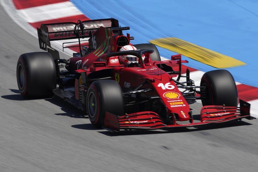 F1, la Ferrari addomestica il Montmelò: Leclerc e Sainz brillano in qualifica. Dove possono arrivare in gara?