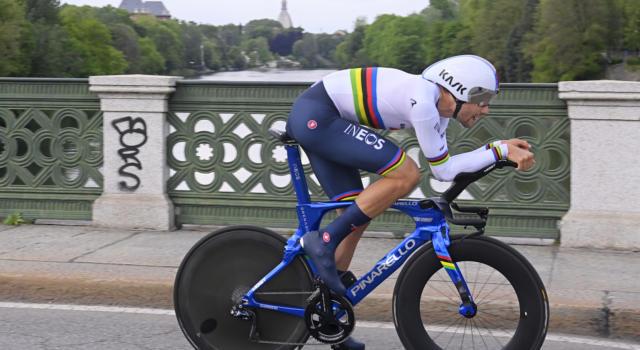 Giro d'Italia 2021: Filippo Ganna domina la cronometro di Torino. Vittoria e Maglia Rosa, secondo Edoardo Affini