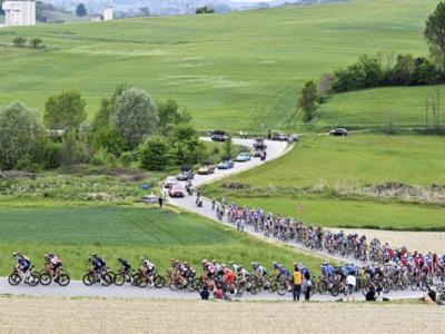 """LIVE Giro d'Italia 2021 in DIRETTA: a Sestola si fa sul serio. Magrini: """"Nibali starà con i migliori"""""""