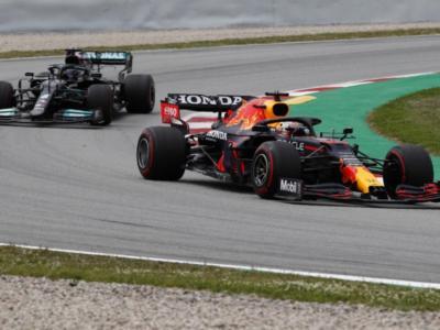 F1, Lewis Hamilton ha vinto da campione. Doppio pit-stop e strategia alternativa, Verstappen ko
