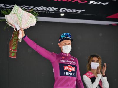 Giro d'Italia 2021, le pagelle della seconda tappa: Tim Merlier domina il primo sprint. Ewan deludente, UAE pasticciona