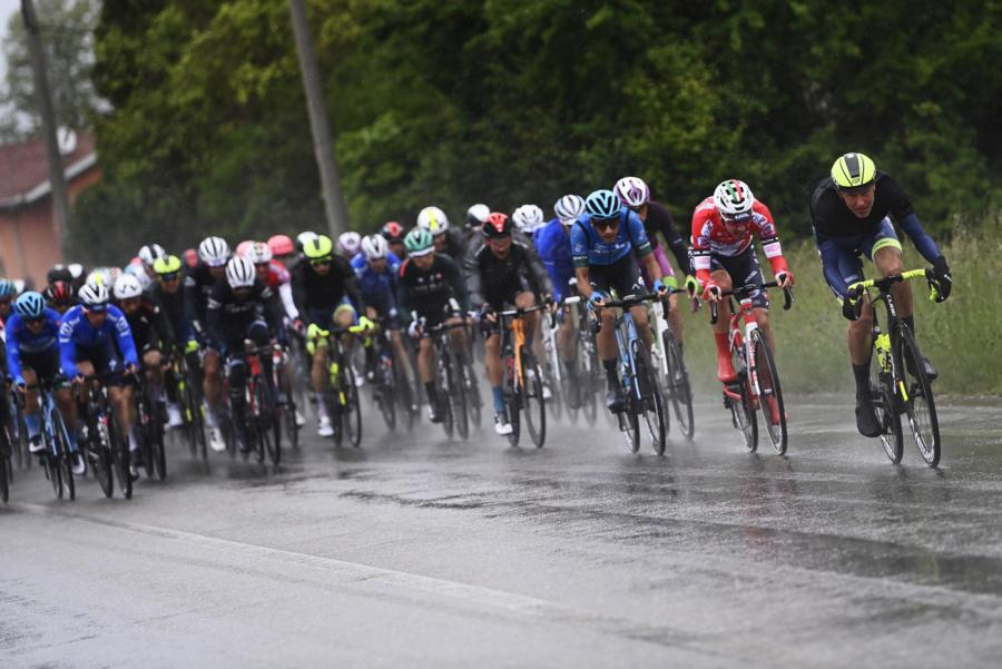 Giro d'Italia 2021, oggi la Grotte di Frasassi Ascoli Piceno: orari partenza e arrivo, tv, streaming, paesi e località attraversate