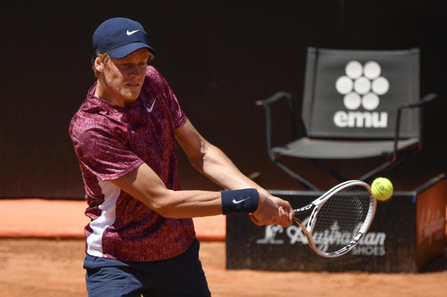 Internazionali d'Italia, un coriaceo Jannik Sinner si piega a Rafa Nadal dopo un match molto intenso