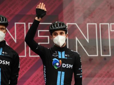 "Giro d'Italia 2021, Jai Hindley: ""La squadra ci ha protetto bene"". Romain Bardet: ""Le gambe sono buone"""