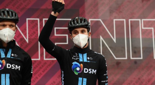 Ciclismo, Jai Hindley non sarà alla Vuelta a España, al suo posto Chris Hamilton