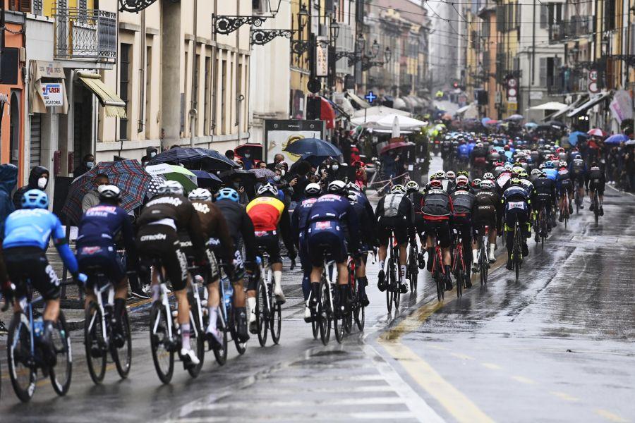 DIRETTA Giro d'Italia, tappa di oggi LIVE: Tagliani e Marengo all'attacco. Un minuto il loro vantaggio sul gruppo