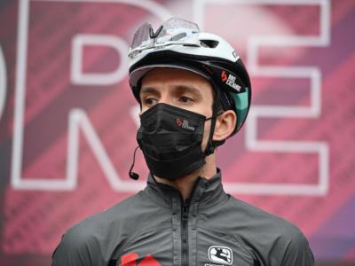 Giro d'Italia 2021, pessimi segnali per Simon Yates. Perde 11 secondi sul suo terreno preferito