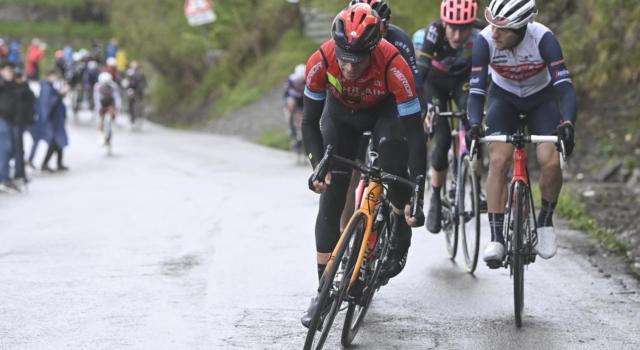 Mikel Landa, video caduta Giro d'Italia 2021: lo spagnolo finisce in ambulanza