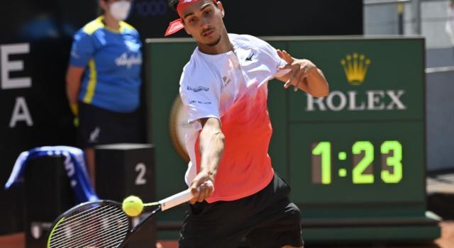 LIVE Sonego-Djokovic 3-6 7-6 2-6, Internazionali d'Italia in DIRETTA: il numero uno del mondo si prende la finale, il piemontese esce fra gli applausi