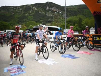 Giro d'Italia 2021, tutte le classifiche dopo la sesta tappa: Attila Valter è la nuova maglia rosa