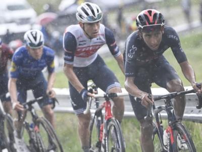 LIVE Giro d'Italia 2021, tappa di oggi in DIRETTA: nove corridori all'attacco, il gruppo lascia andare. Caleb Ewan si ritiro