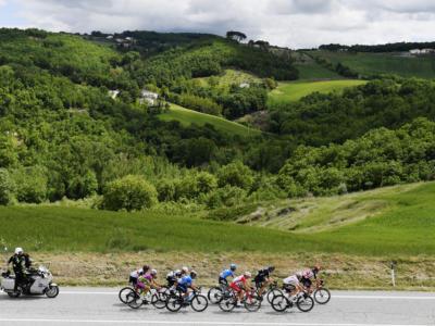 Giro d'Italia 2021: Victor Lafay si impone a Guardia Sanframondi. Ottimo secondo Francesco Gavazzi