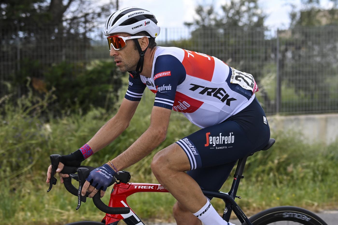 Giro d'Italia 2021: Vincenzo Nibali perde secondi, resiste e attende momenti migliori. Non è ancora spacciato