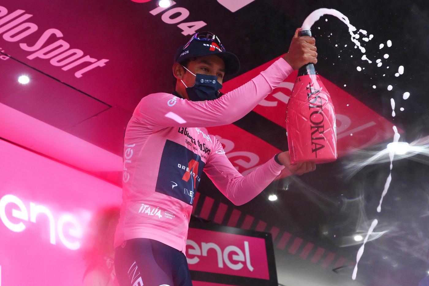 Giro d'Italia 2021, tutte le classifiche dopo la nona tappa: Egan Bernal si prende Maglia Rosa e Maglia Bianca