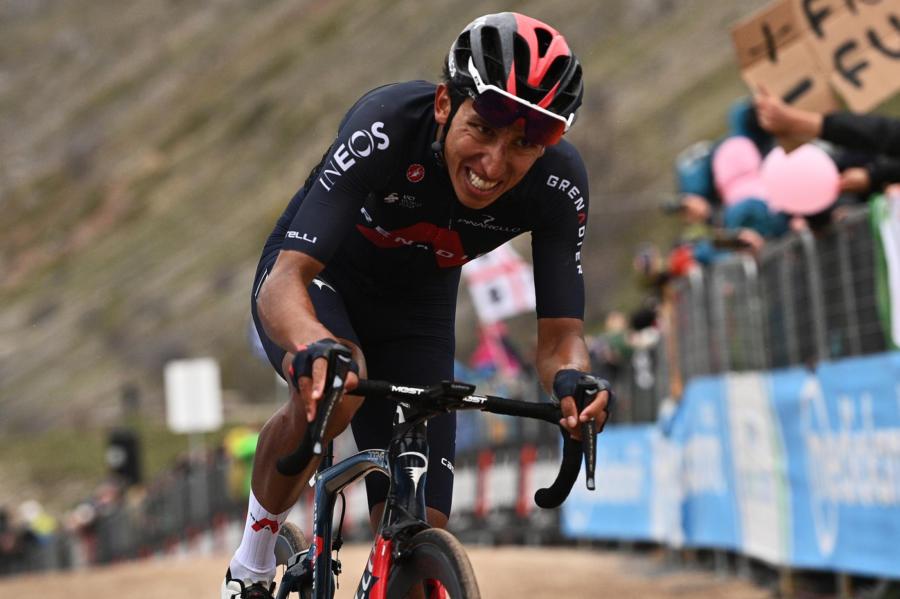 Giro d'Italia 2021, Egan Bernal impressiona. Ineos spaventosa, ma guai darlo per sicuro vincitore