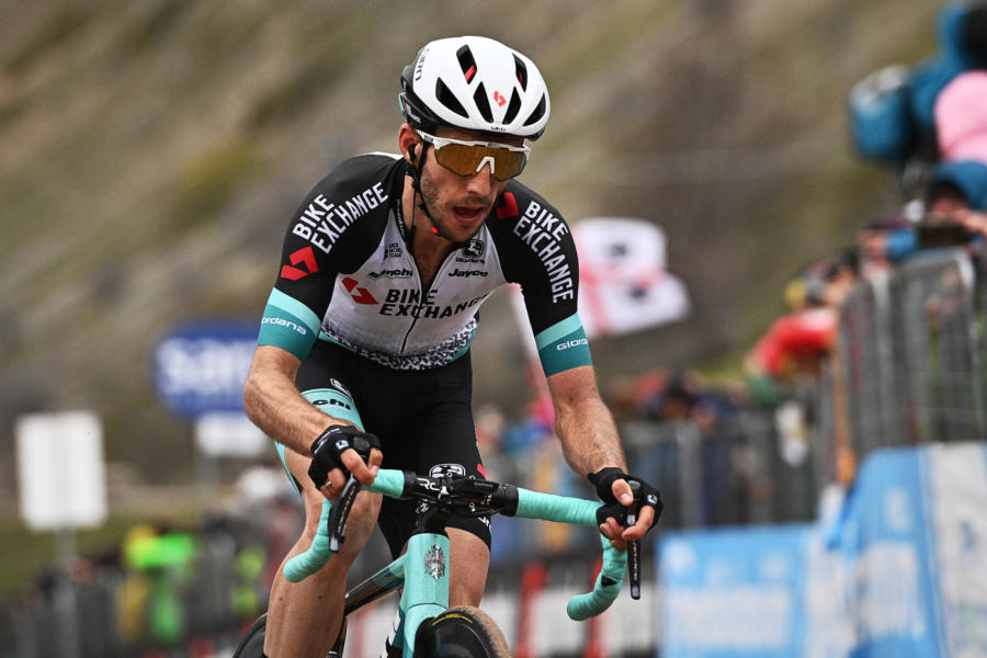 Giro d'Italia 2021, Simon Yates non è quello del Tour of The Alps. L'inglese continua a pagare dazio