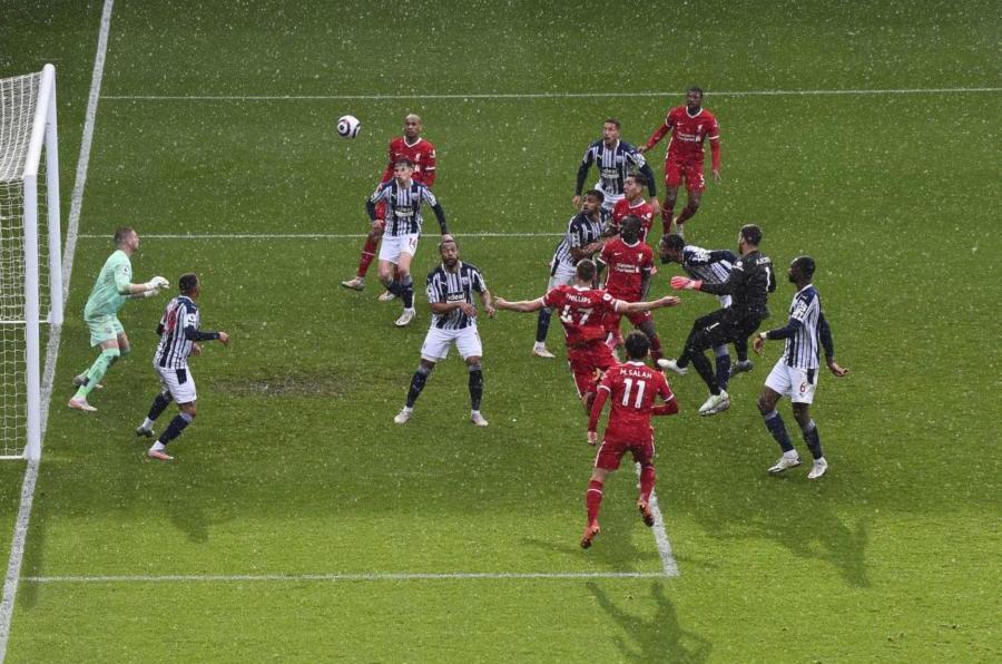 VIDEO Alisson Becker segna il gol vittoria nel recupero! Il portiere del Liverpool si inventa la magia di testa