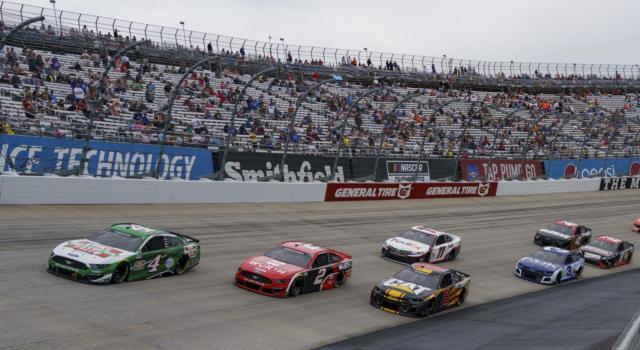 NASCAR, terzo road course del campionato tra i vigneti di Sonoma