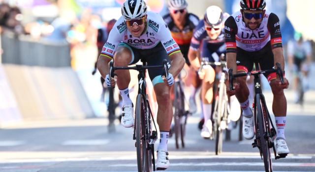 Giro d'Italia 2021: la Bora-hansgrohe trascina Peter Sagan al trionfo, terzo Davide Cimolai