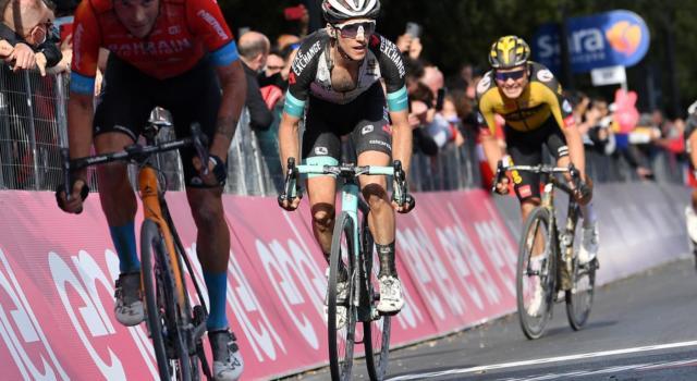 """Giro d'Italia 2021, Simon Yates: """"Non è il mio terreno preferito, ma è stata una buona giornata per la classifica"""""""