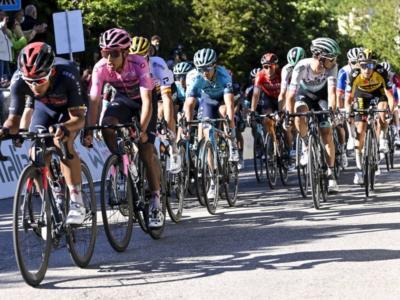 """DIRETTA Giro d'Italia LIVE: l'Italia si aggrappa a Caruso e Ciccone. Magrini: """"Bernal può avere la giornata storta"""""""