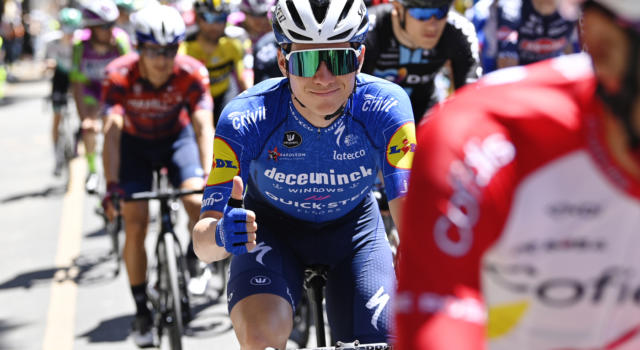 """Giro d'Italia 2021, Remco Evenepoel si ritira: """"Non potevo evitare la caduta, ho tanto dolore. Tornerò"""""""