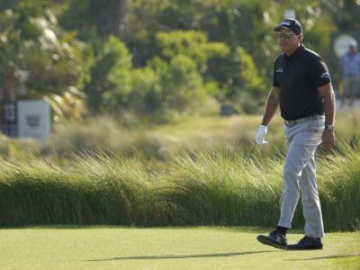 PGA Championship 2021: Louis Oosthuizen e Phil Mickelson al comando, Koepka insegue. Tagliati i primi due del mondo