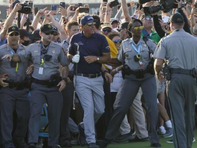 Golf: la PGA of America si scusa per il pubblico attorno a Mickelson e Koepka nell'ultimo giro del PGA Championship