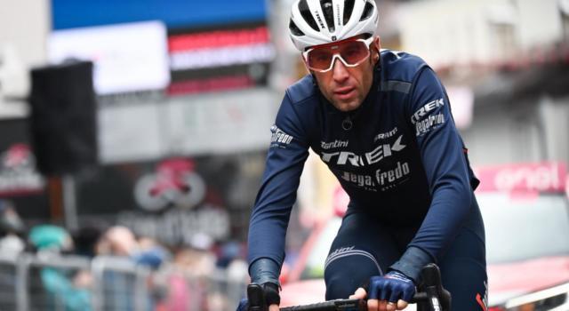 """Giro d'Italia 2021, Vincenzo Nibali: """"Il gruppo non mi ha dato spazio. Dolore alle costole minimo"""""""