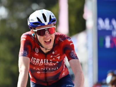 Giro d'Italia 2021: ordine d'arrivo e classifica tappa di oggi. Vince Dan Martin, Yates terzo, Bernal settimo e in difficoltà