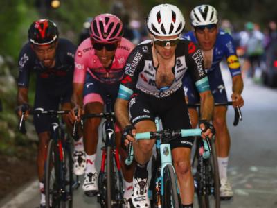 Giro d'Italia 2021, classifica riaperta! Bernal in crisi, Simon Yates ci crede. Caruso terzo incomodo…