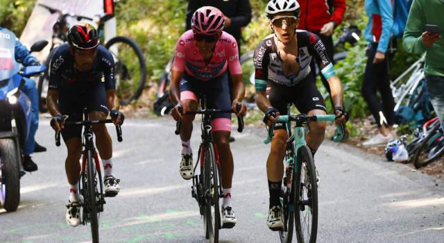Giro d'Italia 2021, perché Simon Yates può credere di ribaltare la classifica. Bernal e l'ansia mal di schiena