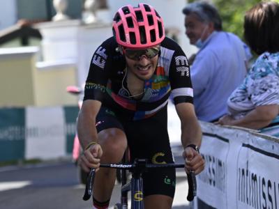 Giro d'Italia 2021, numero di Alberto Bettiol a Stradella! Favoriti a 23 minuti, si ritira Ciccone