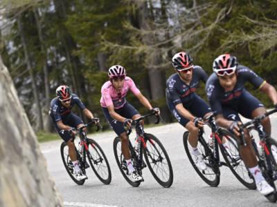 Giro d'Italia 2021, Egan Bernal ringrazia una Ineos superlativa in una terza settimana non brillante